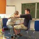 Dami beim Kinesiologie-Test